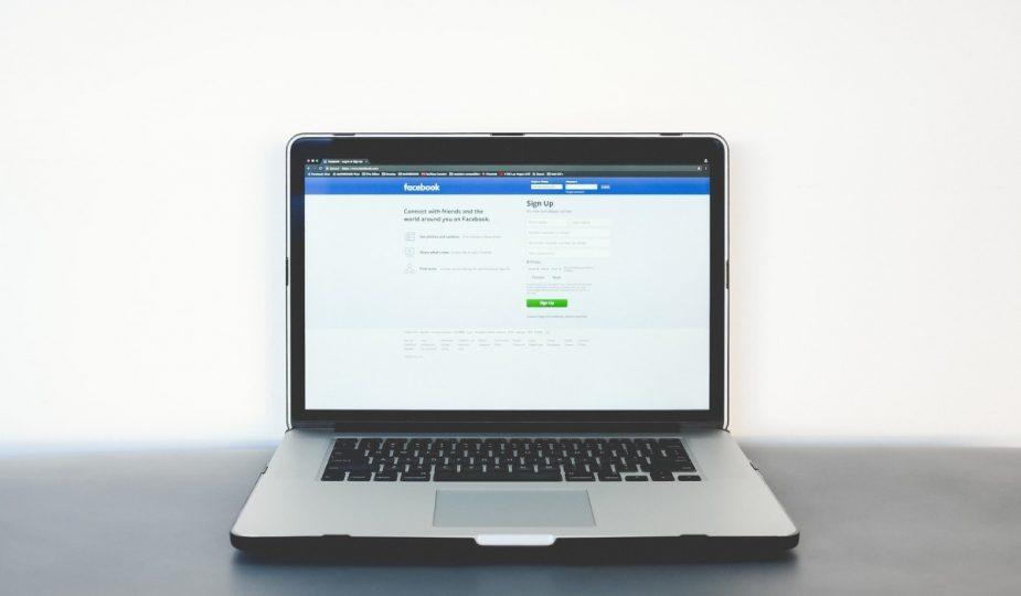 facebook na komputerze